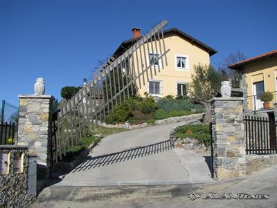 stanovanjska-dvizna-vrata-dvorisce